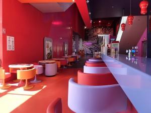 Ciné Café – Fauteuils, tables et tabourets